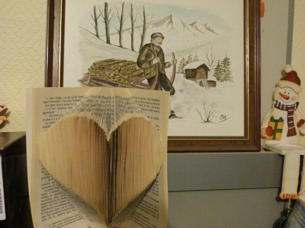 """""""Heart"""" folded book pattern"""