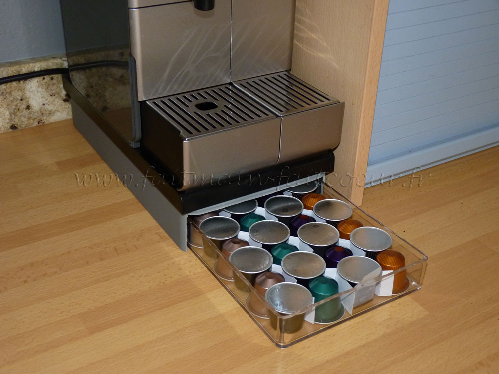 Storage drawer for coffee capsules